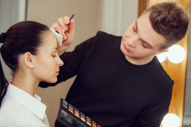 How to Become an Expert Makeup Artist